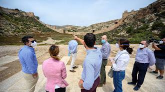 Visita del alcalde, la concejal de Urbanismo y técnicos municipales a la zona de La Hoya