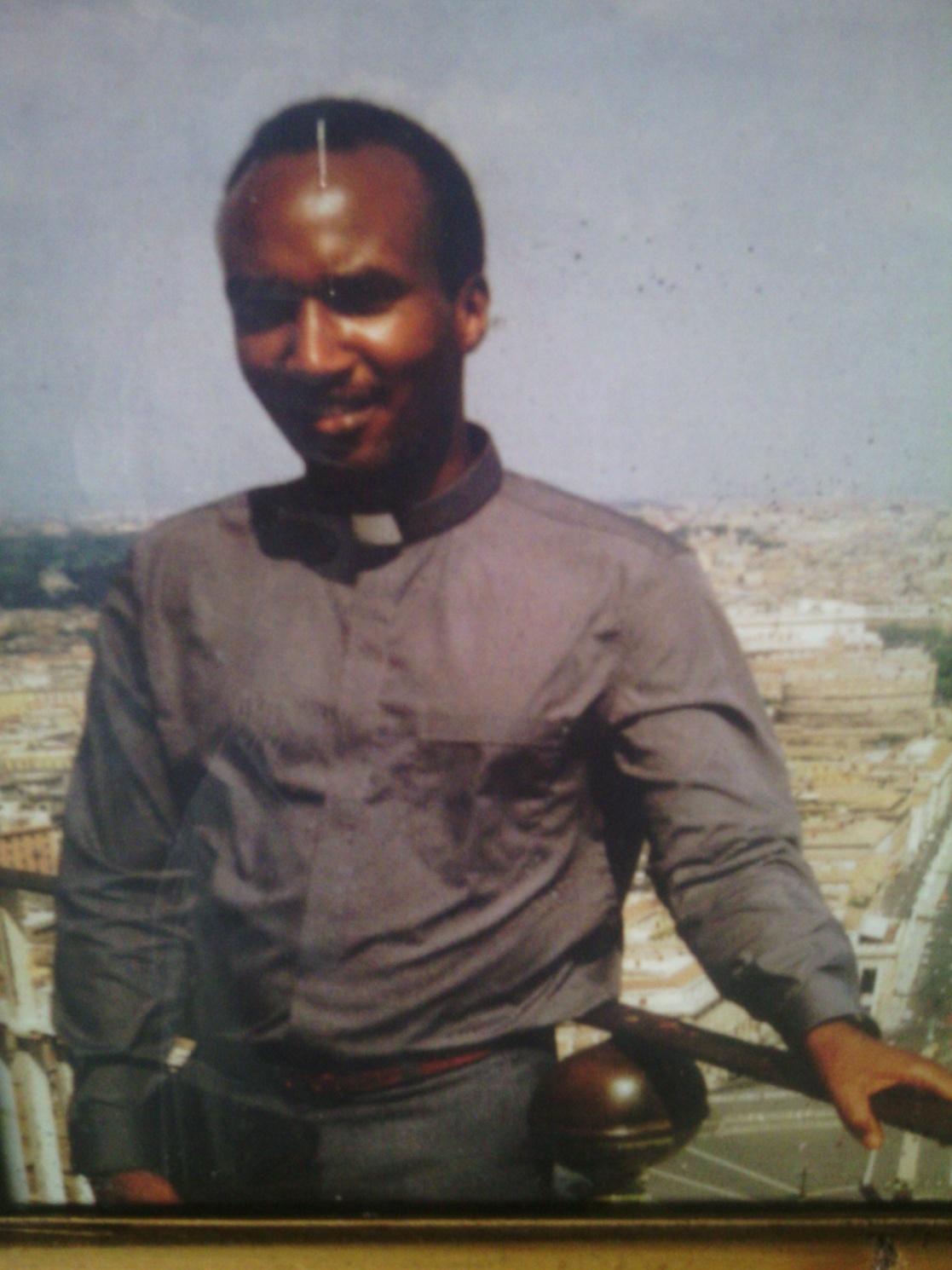 C:\Documents and Settings\user\Desktop\INDIRIMBO\ISIMBI 51\UDAHEMUKA\Fondation Mgr RWABILINDA\PHOTO\Picture and video 084.jpg