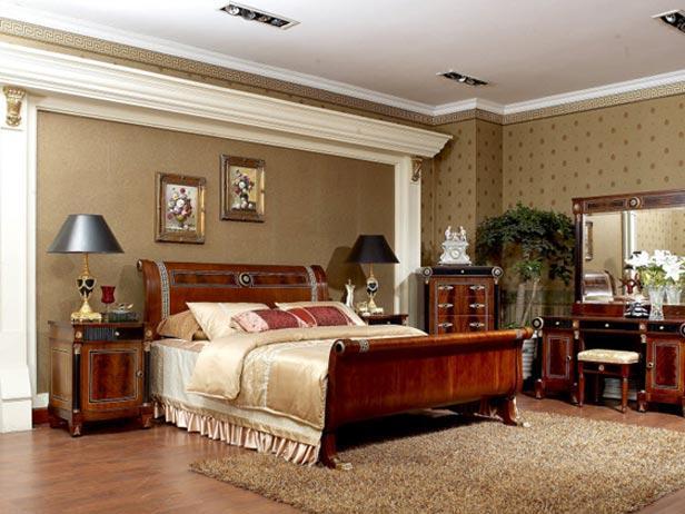 обои с лепниной для большой спальни