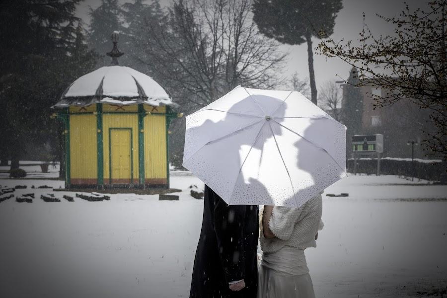 Winter Wedding by Mauro Locatelli - Wedding Bride & Groom ( mauro locatelli, shadow, romantic, winter weddings, fotomauro )