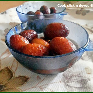 Gulab Jamun With Milk Powder.