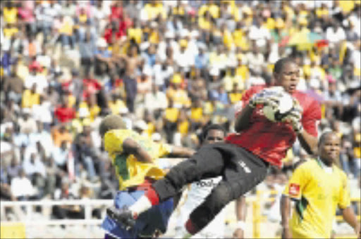 FORGET IT: Itumeleng Khune of Kaizer Chiefs saves from Sundowns' Sibusiso Zuma attempt at Johannesburg Stadium yesterday Chiefs won 1-0. 11/01/2009. Pic. Veli Nhlapo.  © Sowetan.