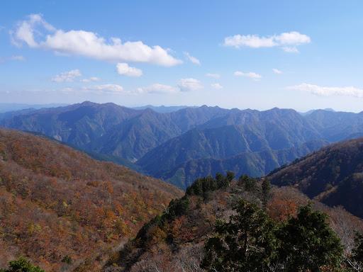 左から迷岳・大熊谷の頭・白倉山・江股ノ頭・仙千代ヶ峰など