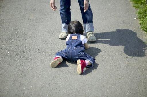 Những điều cha mẹ cần biết khi con bị té ngã