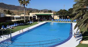 Camping Los Escullos estrena piscina este verano.
