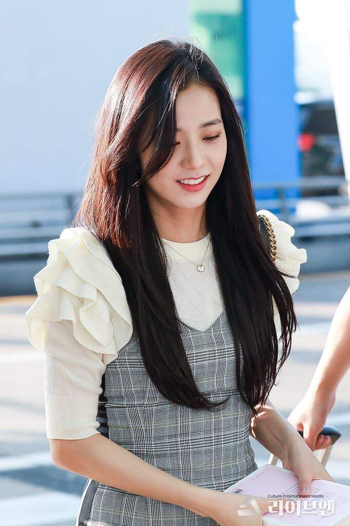 jisoo plaid 4