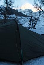 Photo: Naktį vėjų nugriauta ir iš naujo perstatyta palapinė.    The tent got messed up by the winds during the night but got newly pitched.