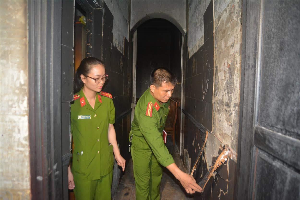 Lực lượng Công an tiến hành khám nghiệm hiện trường