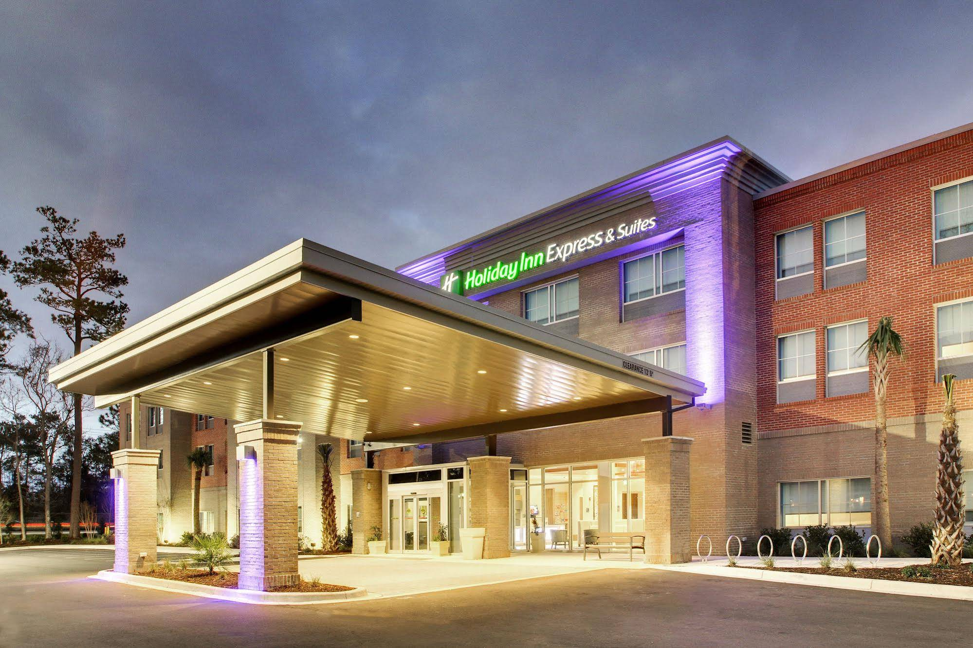 Holiday Inn Express and Suites Charleston NE Mt Pleasant US17