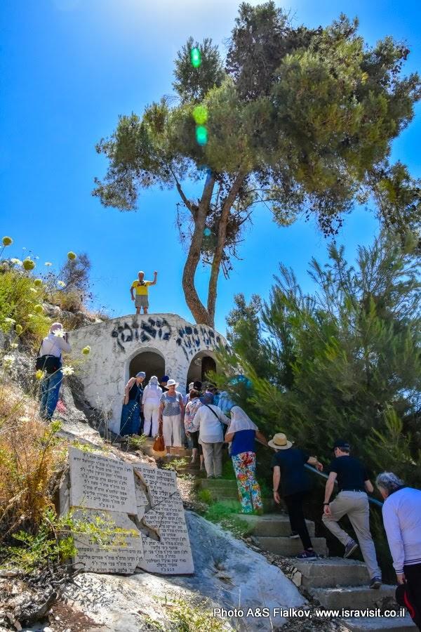 Могила или циюн Рабби Кросподая в окрестностях Цфата, недалеко от горы Мирон. Экскурсия в Израиле.