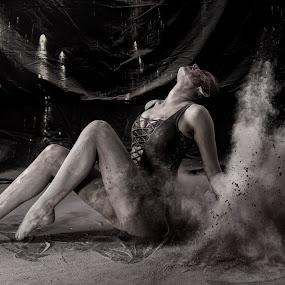 Powder shoot by James Wayne - Black & White Portraits & People ( studio, artistic pose, black and white, powder shoot, art, portrait )