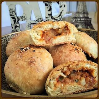 Stuffed Schezwan Vada Pav (Schezwan Dinner-Roll)