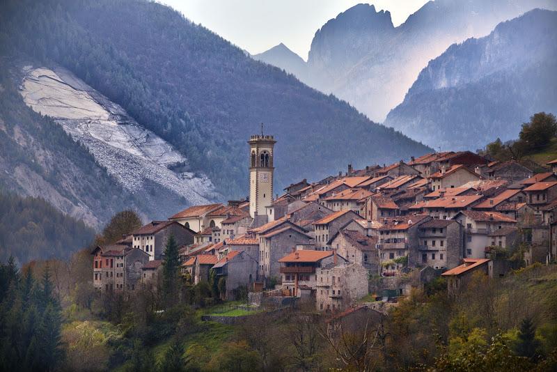 Piccolo borgo antico di Moretti Riccardo