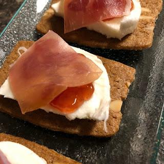 almond thins with mozzarella, fig compote and Ganda ham.
