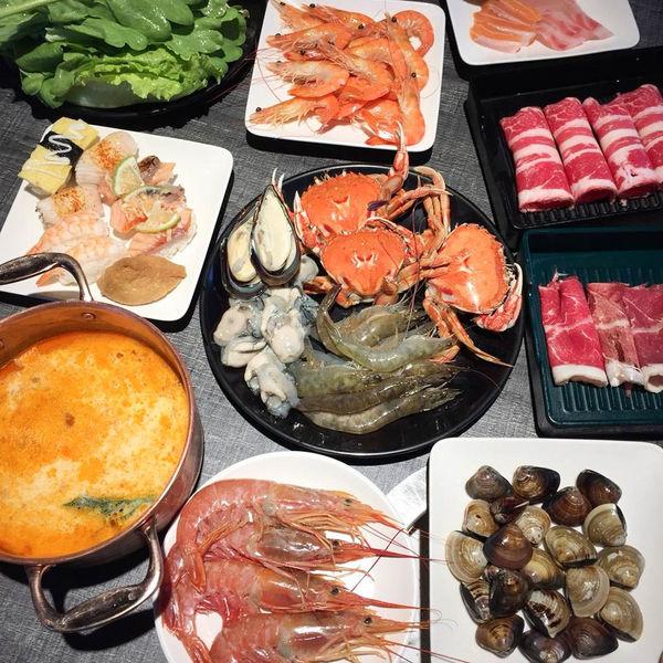 超澎湃不限時吃到飽,蜜蜜仙境,火鍋/新鮮海鮮/肉品/甜點,選項豐富!德安百貨14樓!