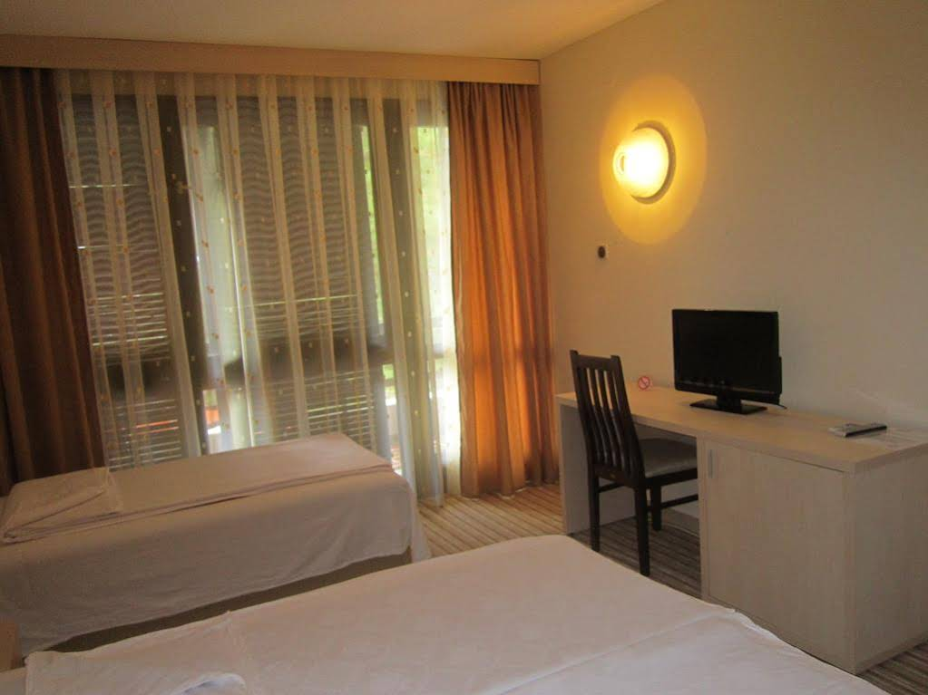 Hotel Pela