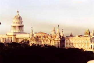 Photo: #003-La Havane-Vue de notre hôtel, le Plaza Hôtel, sur le Capitolio national