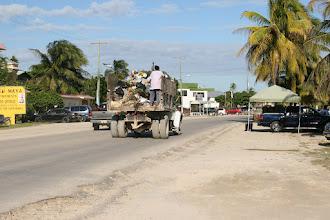 Photo: Müllabfuhr in Corozal, aber immerhin, man hat eine
