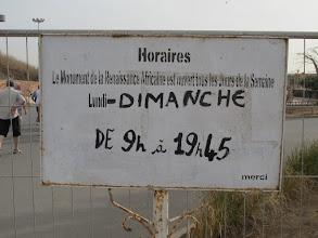 Photo: Sn5Ins0901-160209info ouverture site Renaissance Africaine, clôture limite avec parking, Dakar IMG_1165