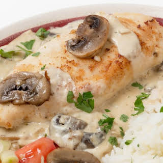 Slow Cooker Mushroom Chicken In Sour Cream Sauce.