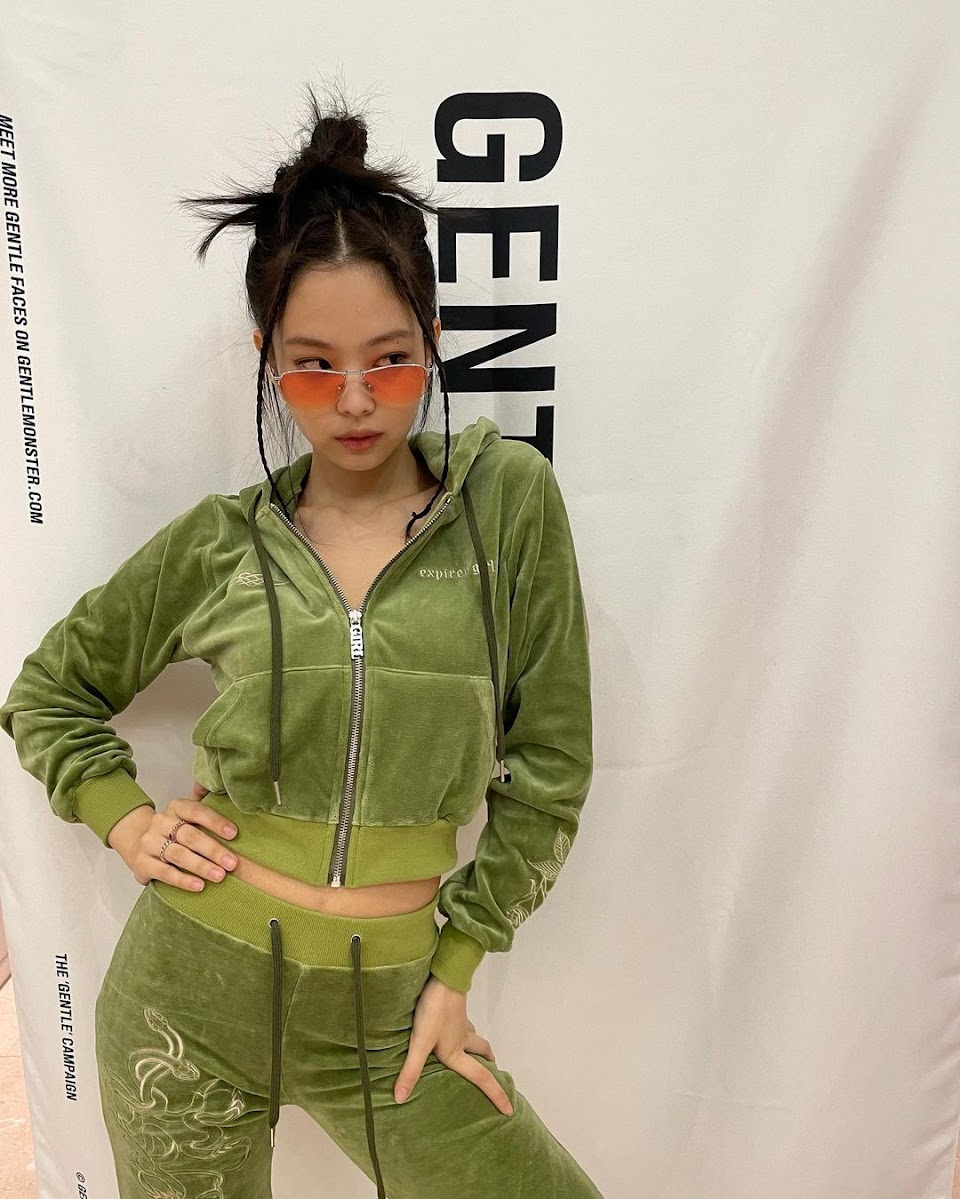 jennie in that green suit