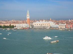 Photo: Saapuminen Venetsiaan - vesibussit Marco Polon lentokentältä tulevat tänne