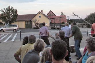 Photo: Bilder rund um den Maibaum - doch, nur mehr  50cm von der Waagrechten entfernt..