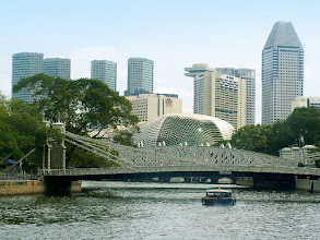 Photo: Most Cavenagh i rzeka Singapur / Cavenagh Bridge and Singapore River