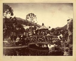 Photo: Corpo diplomático nos jardins do Palácio Imperial. Foto de 1875