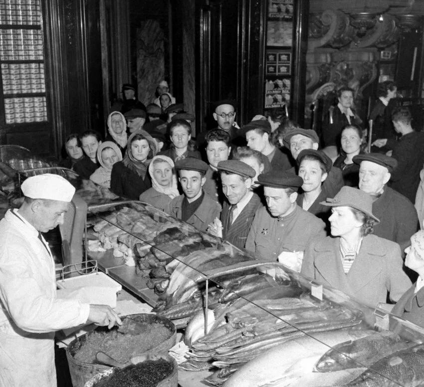 Фото открытых источников. Коммерческая торговля. 1947 год.