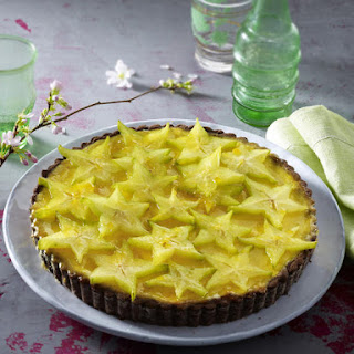 Cheesecake Tart with Star Fruit.