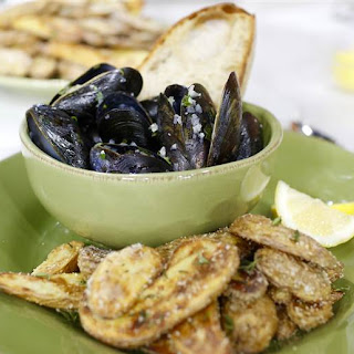 Moules-Frites (Steamed Mussels and Fries)