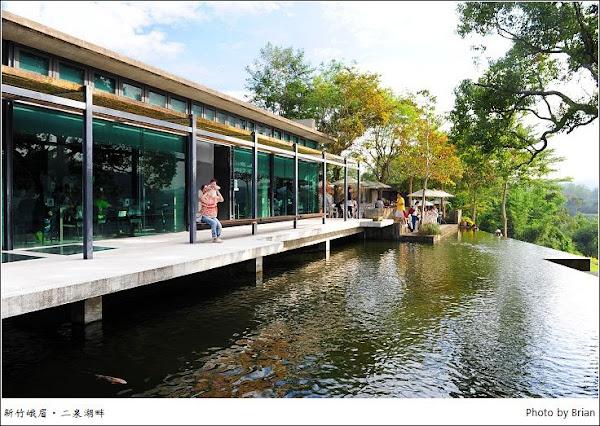 新竹峨眉二泉湖畔咖啡民宿。峨眉湖畔的好風光