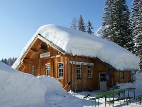 Photo: Direkt bei der Sporta-Hütte Schi anschnallen und los geht´s - Per Ski oder Board zum Lift.