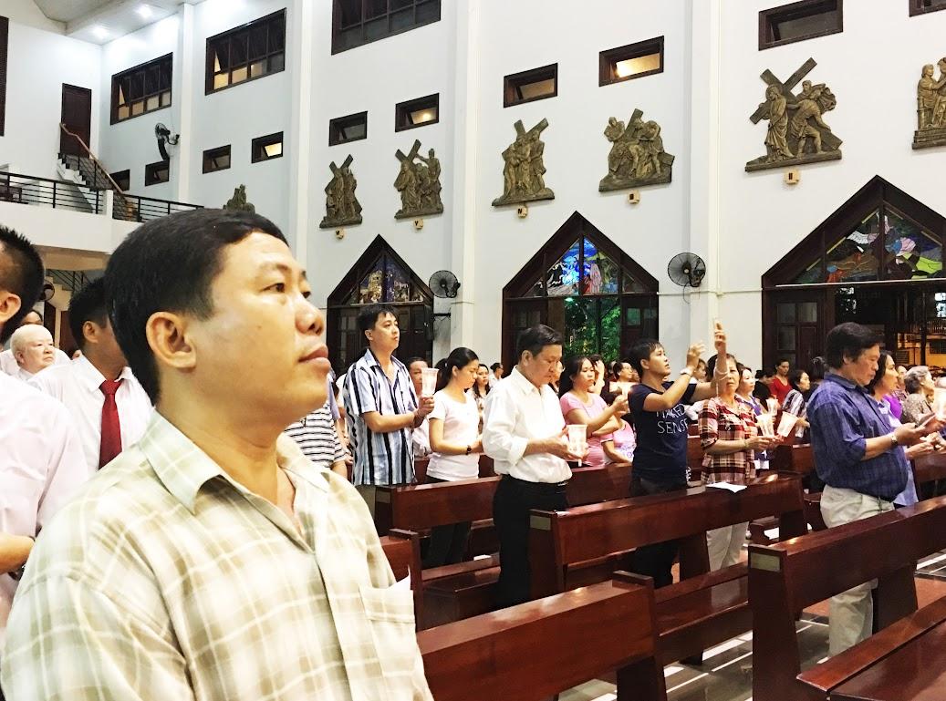 Giáo xứ Phú Bình : Đội mưa rước kiệu kính Mẹ Mân Côi - Ảnh minh hoạ 9