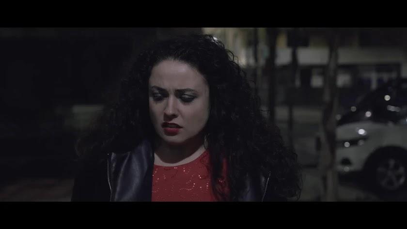 Fotograma en la que aparece la actriz María Ferriz, protagonista del corto.