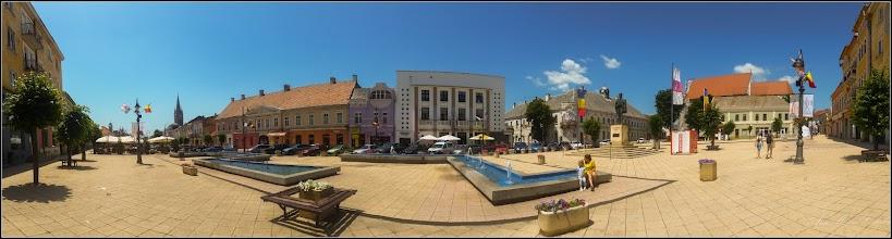 Photo: Turda- Piata Republicii, Nr. 5 - Fosta Judecatorie si Nr. 6 Hotel Potaissa, Nr.7, cladire monument istoric, Nr.8, fost han medieval - vedere de ansamblu  - 2019.06.30