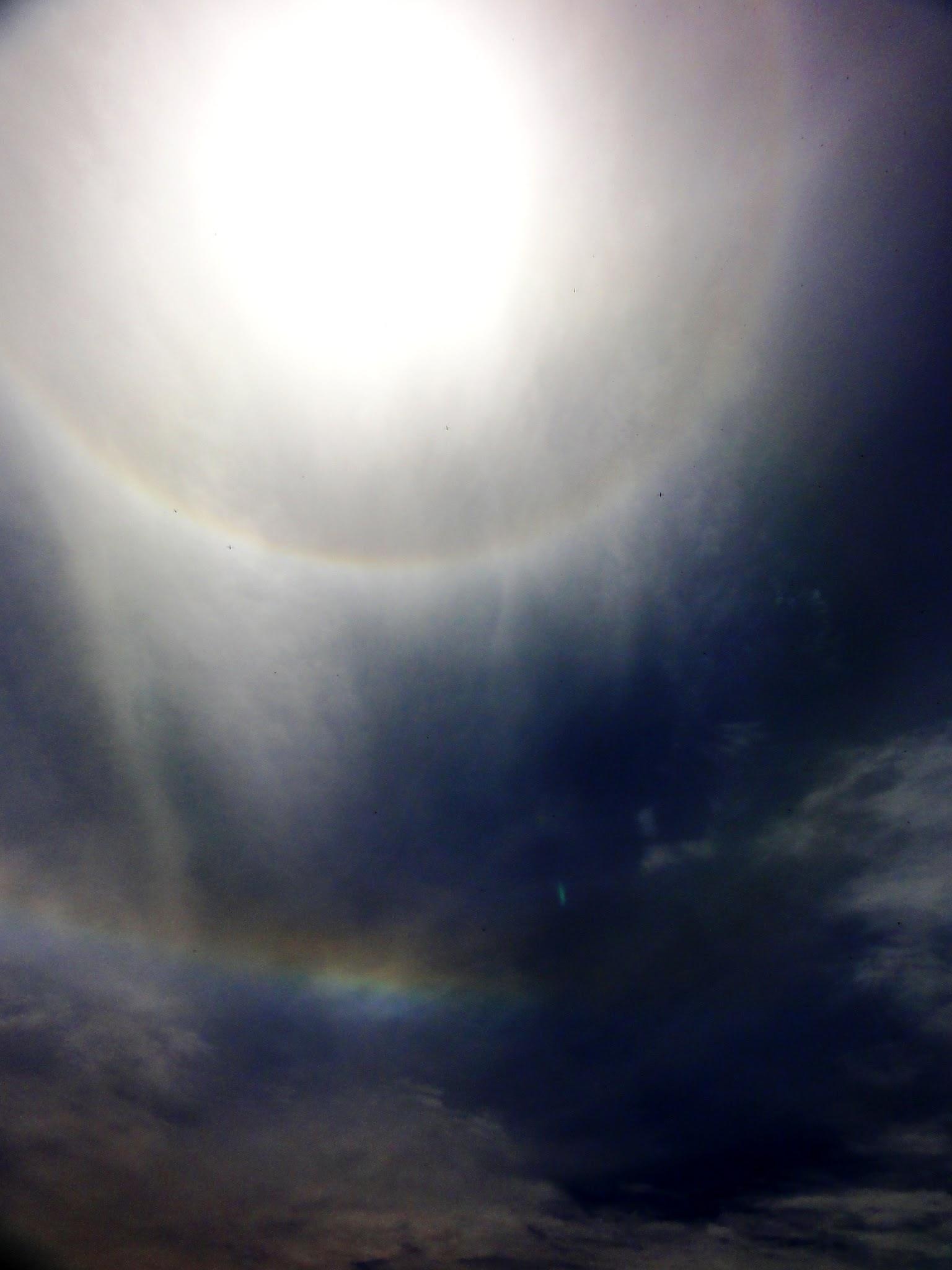Photo: 露出を絞って出ないと白い雲のみ