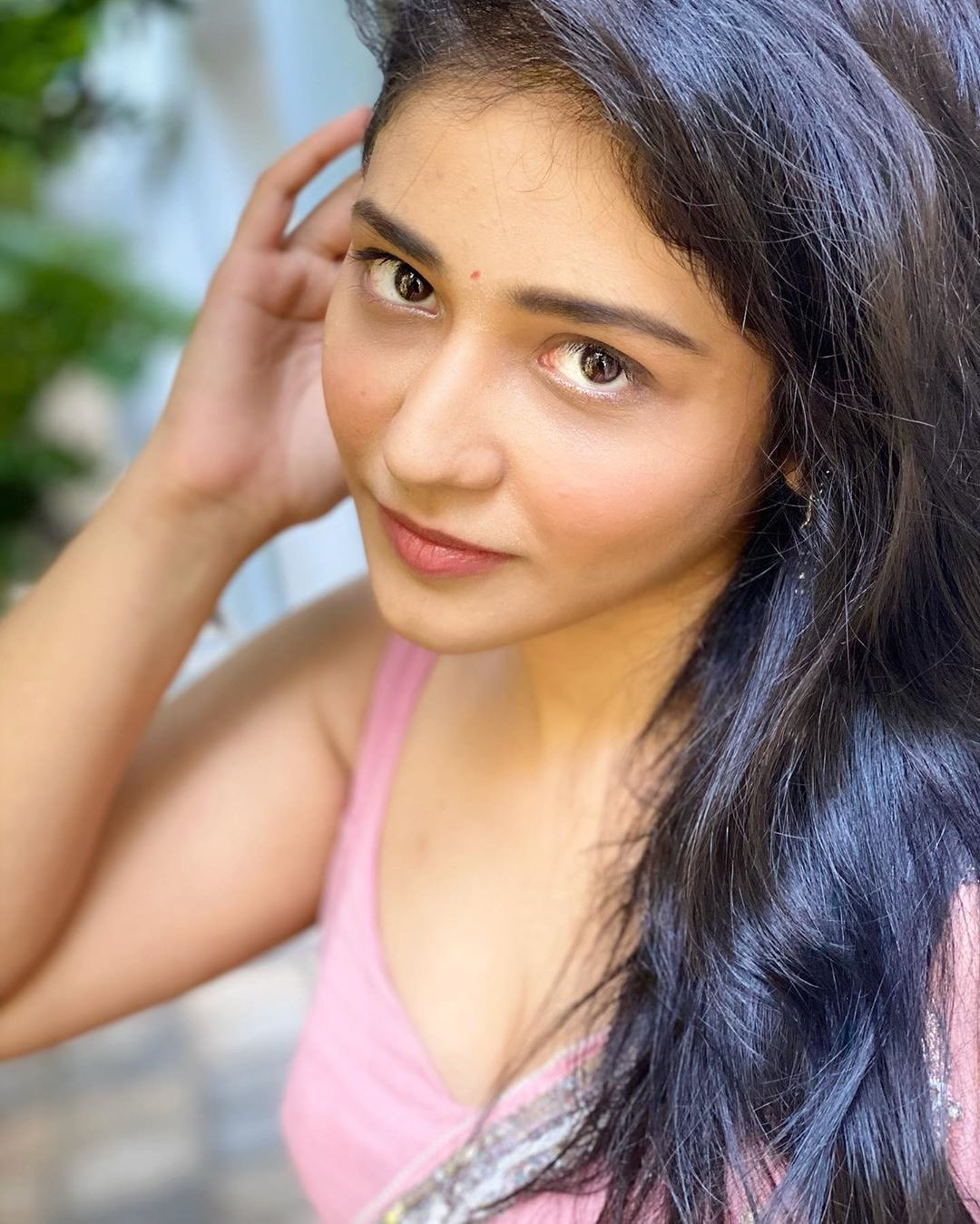 Priyanka Jawalkar in Pink Saree and Blouse Navel Queens