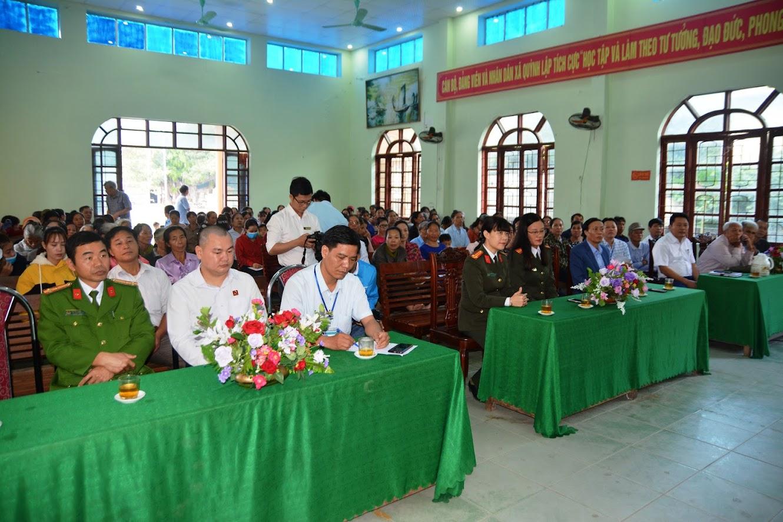 Các đại biểu, số hộ nghèo và cận nghèo của xã Quỳnh Lập, thị xã Hoàng Mai