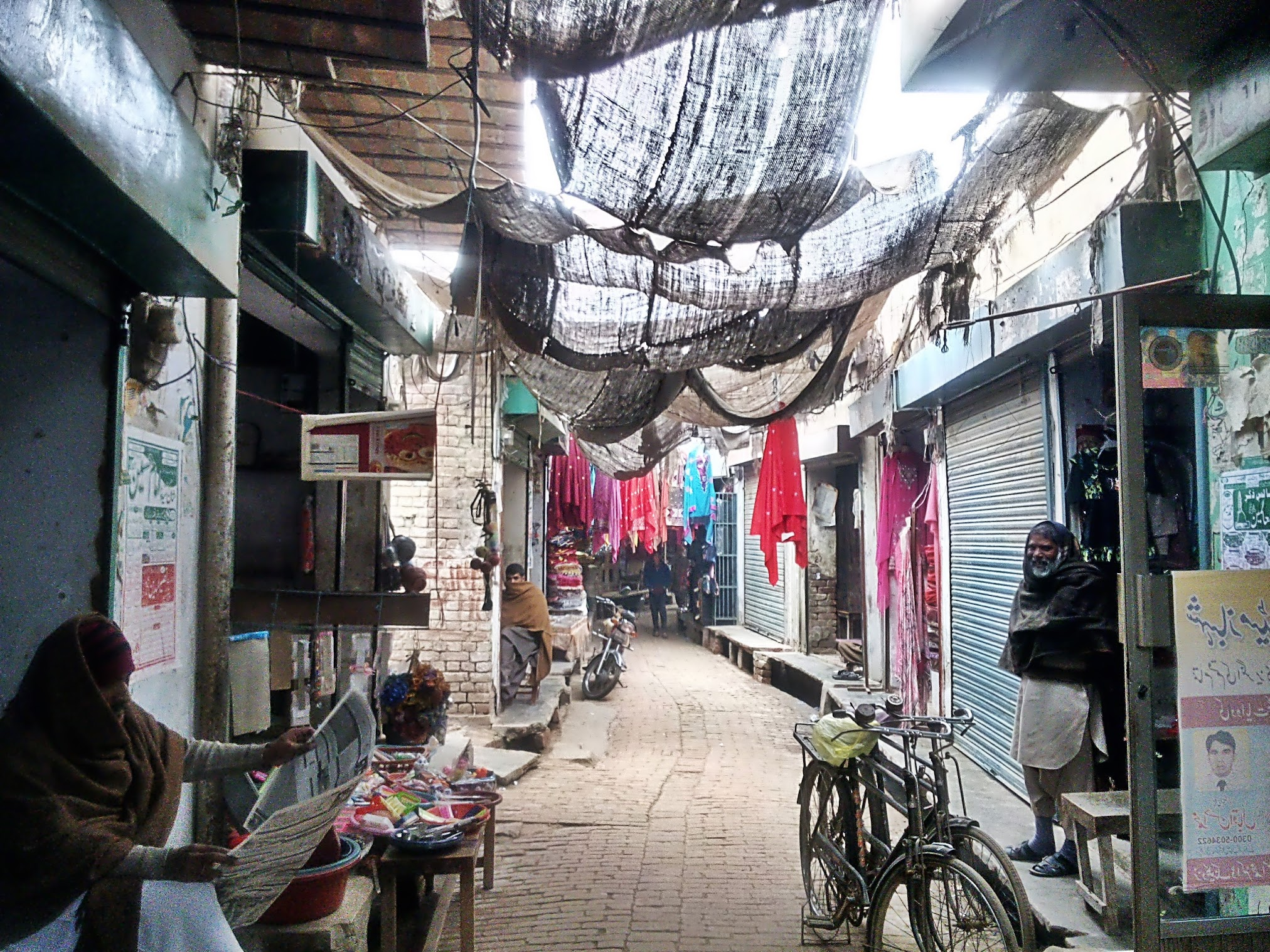 The bazaar of Malka Hans, near Pakpattan, Punjab, Pakistan