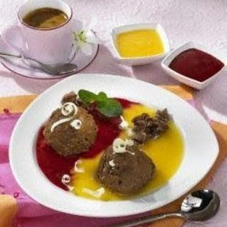Schoko-Knusper-Pralinen-Mousse mit Himbeer-Aprikosensoße