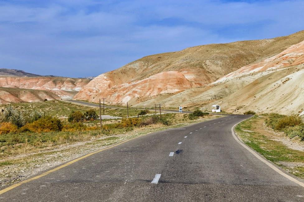 Azerbejdżan, droga z Gilazi, Candy Cane Mountains, Góry Cukierkowe