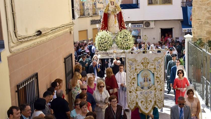 Procesión de la Virgen del Rosario celebrada este lunes en Macael.