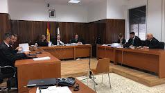 El tribunal, la fiscal y la acusación particular.