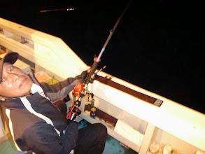 """Photo: 釣りバカ・・・い、いや、釣りキチガイ・・・ま、間違った。 釣り名人の""""戸田さん""""もフィーッシュ!"""