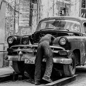 Out door garage by Bill Dickson - Transportation Automobiles ( cuba old cars sutos garage repair )