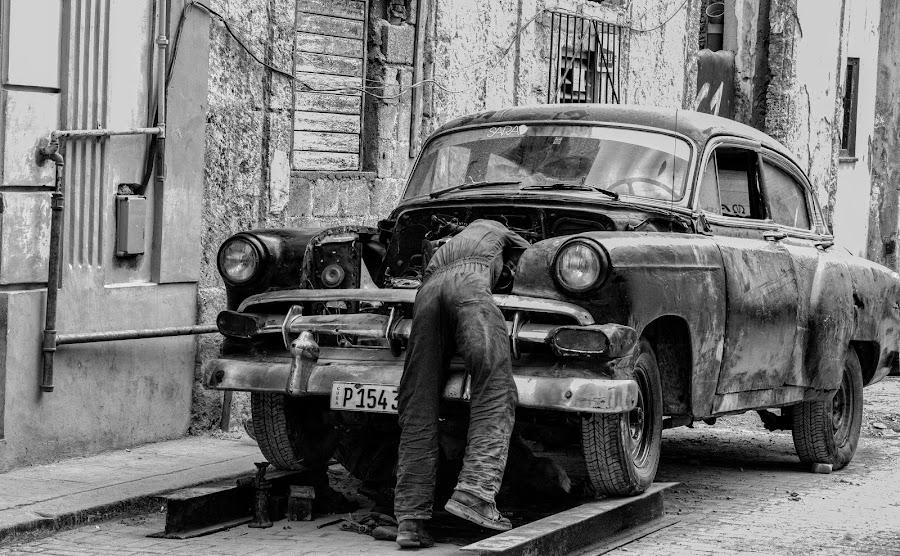 Out door garage by Bill Dickson - Transportation Automobiles ( cuba old cars sutos garage repair )