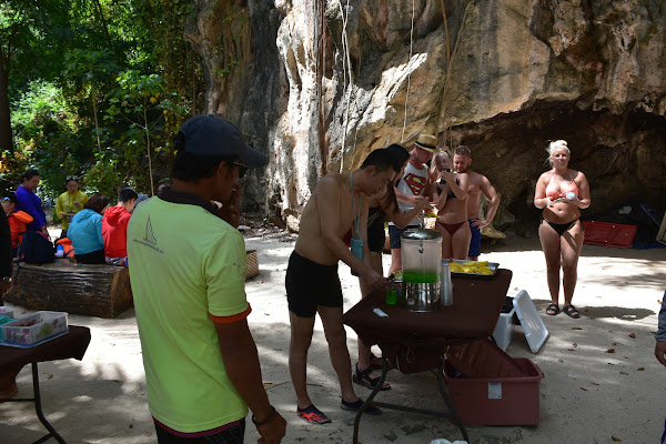 Eat a delicious Thai lunch at the beach of Koh Lading