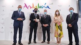 El vicepresidente Juan Marín (segundo por la izquierda) con autoridades provinciales y muncipales.